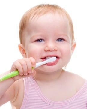 ¿Debo cepillar los dientes a mi bebé?